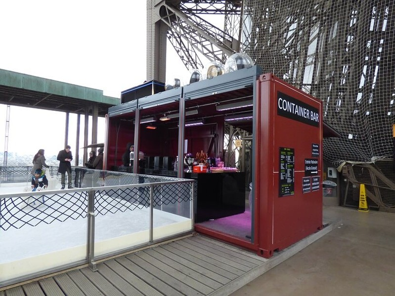container bar sur la tour eiffel